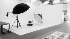 Limbo cyclorama Roma - Studio fotografico - Sala posa - Dotato di attrezzature fotografiche professionali - Lumina Sense art lab