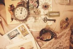 I'm in love with vintage stuffs. They're so adorable. Forever antique.