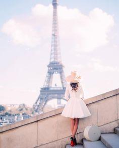 """""""Tag the people you LVE!! ... and follow @topfrancephoto . TOP Paris par @audreyparisphoto • #TopParisPhoto Allez sur la galerie à la une pour partager…"""""""