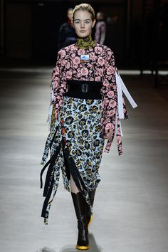 See the complete Kenzo Fall 2017 Ready-to-Wear collection.