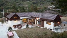 전문가들을 통해서 건축 아이디어 및 영감을 얻어보세요. 주택설계전문 디자인그룹 홈스타일토토 의 남양주 이강하우스 - 교사의 은퇴계획 1호, 자연속에 집짓기 | homify Future House, Windows