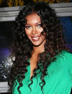 Love model Jessica White's curly hairstyle!!...:)