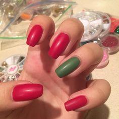 #matte #mattenails #mattenailart #red #rednailart #green #greennails #nail #nails #nailart #naildesigns
