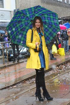 What a colourful way to brighten up a rainy day! #Milanfashionweek #stylishumbrella