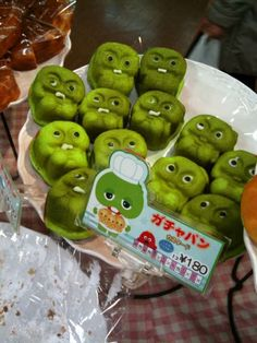 This bakery did an amazing custard-filled version of the popular Japanese cartoon Gacha-pin ガチャピン?ガチャパン! Stupid Funny Memes, Hilarious, Videos Anime, Japanese Cartoon, Japanese Sweets, Cute Little Things, Funny Art, Reaction Pictures, Funny Photos