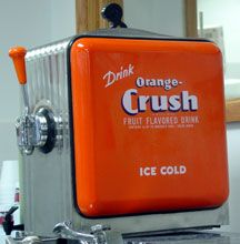 Orange Crush soda dispenser for the they were located in diners and drug stores Coca Cola Ad, Pepsi, Coke, Orange Crush, Vintage Advertisements, Vintage Ads, Soda Machines, Cool Pops, Soda Fountain