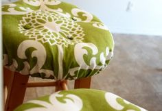 Re-covered Bar Stool Cushion - Need to try this with my dining room chair cushions to keep them clean!