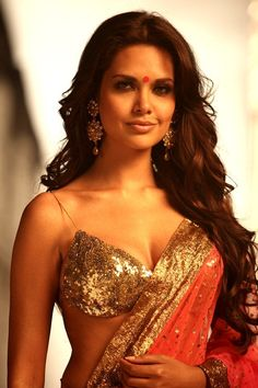 Esha Gupta Hot Photos HD Bikini Wallpapers Images and Latest kissing Pictures beautiful gallery 2017 Unseen Clavage and Naval Photosoot of sizzling Bollywood actress Esha Gupta Bikini Pictures, Bikini Photos, Hottest Models, Hottest Photos, Bollywood Wallpaper, Beautiful Bollywood Actress, Stylish Hair, Hollywood Celebrities, Indian Beauty
