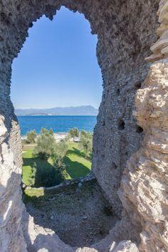 Der Blick auf den Gardasee von den Ruinen auf Sirmione