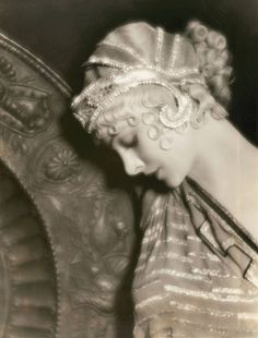 Myrna Loy...Flapper hair...