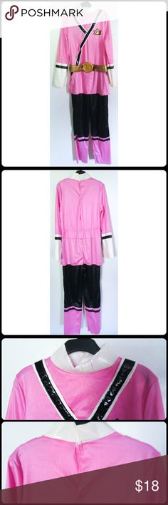Sz 6 Kid Power Ranger Samurai Costume Power Ranger Tricera Charger Engage! Your little one will be ready to fight evil in this officially licensed Power Rangers Samurai Pink Kids' Costume. The jumpsuit also features silver, gold, and black graphics. Your child can be the most kick-butt Power Ranger this Halloween! -Officially licensed -Jumpsuit with attached belt with soft buckle -Velcro closure No rips, tears, or stains.... From a smoke-free home, No trades  (216) Officially licensed…