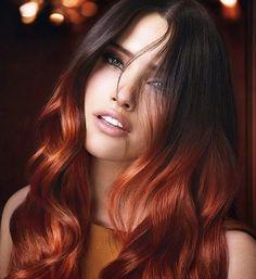 Kylie Jenner pintó las puntas de su cabello castaño contrastándolas con el color de sus ojos y el tono de su piel.