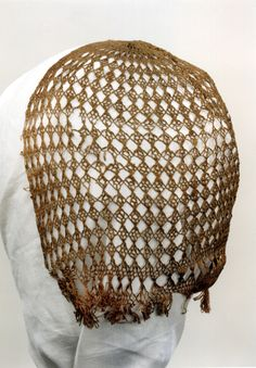 KN1816. A hairnet made of red silk from sometime in the 16th century found at the Royal Institute for Cultural Heritage in Belgium. Bobbin lace?