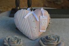 grand coeur linge ancien devant de petite robe 1900 en voile