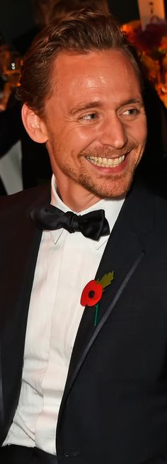 Tom Hiddleston attends the 62nd London Evening Standard Theatre Awards at The Old Vic Theatre on November 13, 2016 in London. Ful size image (UHQ): http://ww1.sinaimg.cn/large/6e14d388gw1f9r8oaazk4j218v1kw47j.jpg Source: Torrilla