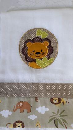 Kit 2 Fralda Grande Safári Personalizada, medida 70 x 70 cm bordada.Acabamento tecido 100% algodão.Podendo personalizar o nome do bebê e cores a escolher.Fralda Cremer.