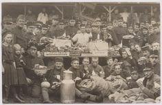 Eerste Wereldoorlog. Belgische vluchtelingen. Aankomst op het station. Naast burgers kwamen ook duizenden militairen naar Tilburg