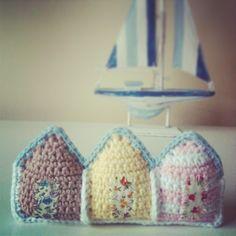 Sunny Crochet Beachhuts