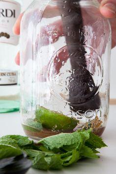 How to make a mojito - In a mason jar!!!