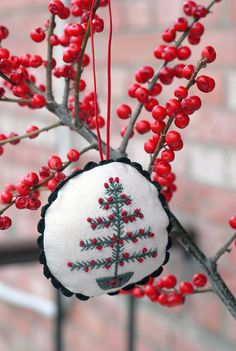 Embroidered Christmas wreath ornament / Xmas by BunnyStreetCom