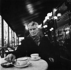 Samuel Beckett (1906-1989) POESIE SCELTE (da Einaudi, 1999) traduzioni di Gabriele Frasca con un Commento politico di Giorgio Linguaglossa - (nella foto: Beckett fa colazione a Parigi, anni settanta)