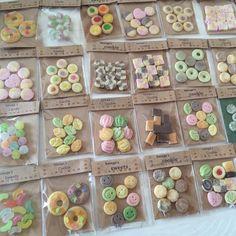 ミニチュアの袋入りのお菓子☆ #miniature #miniaturefood #dollhouse #dollhouseminiatures #fakefood #clay #ドールハウス #ミニチュア #ミニチュアフード #フェイクフード #粘土 #樹脂粘土 #クッキー #キャンディ