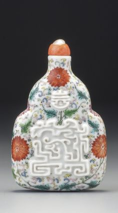 A RELIEF-DECORATED FAMILLE-ROSE PORCELAIN 'KUI DRAGON' SNUFF BOTTLE QING DYNASTY, QIANLONG – DAOGUANG PERIOD