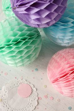 Party props are one of our weaknesses! It seems like we are always stocking up on them, even when we don't need them! We remember honeycomb . Diy Arts And Crafts, Decor Crafts, Fun Crafts, Crafts For Kids, Diy Paper, Paper Crafts, Tissue Paper, Décoration Baby Shower, Paper Balls
