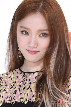 Hair Color Streaks, Hair Color Purple, Hair Color And Cut, Hair Highlights, Lee Sung Kyung Hair, Korean Hair Color, Medium Long Hair, Grunge Hair, About Hair