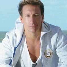 Nicolas Vazquez (Spanish pronunciation: [nikolas βahkes]; born on June 12, 1977 is a Martin Fierro Award nominated Argentine singer and actor.