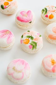 DIY: Floral Macarons [Non Vegan] Whats Needed: - Vanilla Or Almond Macarons - Edible Food Markers - Gel Food Colouring - Almond Exract - Edible Gold Food Paint - Paint Brush Cupcakes, Mothers Day Desserts, French Macaroons, Cute Food, Let Them Eat Cake, Food Art, Cake Decorating, Sweet Tooth, Sweet Treats