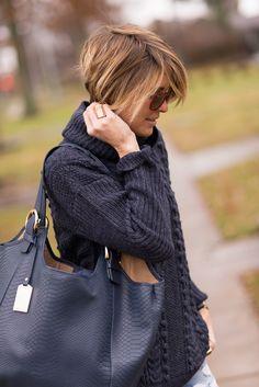 GiGi New York | s e e r s u c k e r + s a d d l e s | Fashion Blog | Ellen Navy Bag