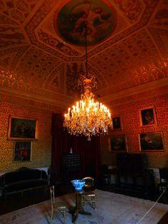 O Palácio da Ajuda é uma das atrações que não se pode perder em Portugal. Serviu por várias décadas como residência da Família Real portuguesa e foi um dos lugares que mais gostamos de ter ído em nossas viagens.