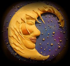 Moon cake.  Lindo pastel de luna, realizado con pasta de azúcar, polvo de brillo, grageas y purpurina.