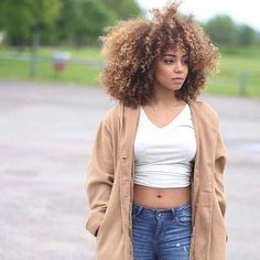 I love her hair Kinky Curly Hair, Long Curly Hair, Curly Girl, Big Hair, Curly Hair Styles, Natural Hair Styles, Black Girls Hairstyles, Afro Hairstyles, Pelo Natural
