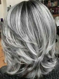 hair highlights over 50 I love this! ❤️ I love this! Purple Grey Hair, Grey Hair Wig, Long Gray Hair, Grey Hair Over 50, Short Silver Hair, Medium Hair Styles, Curly Hair Styles, Purple Hair Highlights, Short Hair Wigs