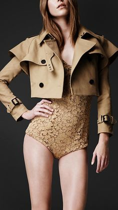 Burberry Cropped trench on sale!