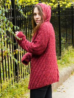This bulky hooded cardigan features a diagonal rib pattern which shows beautifully with Berroco Inca Tweed Yarn. Pattern includes both ch Knitting Blogs, Knitting Patterns Free, Free Knitting, Free Pattern, Knitting Projects, Crochet Patterns, Hooded Cardigan, Crochet Cardigan, Knit Crochet