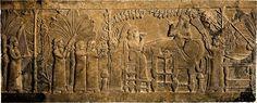 """""""El banquete bajo la parra"""". Este famoso relieve asirio muestra el episodio en el que Assurbanipal y su esposa celebran la victoria contra Elam, sentados casi en igualdad de condiciones mientras beben una  copa de vino. Siglo VII a.C."""