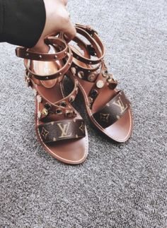 Louis Vuitton sandals brown Source by aliciacastelan vuitton shoes Lv Shoes, Cute Shoes, Me Too Shoes, Shoe Boots, Zapatos Louis Vuitton, Louis Vuitton Shoes, Louis Vuitton Handbags, Sandals Outfit, Shoes Sandals