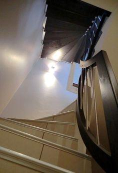 Garde-corps rampant sur escalier béton en continuité sur escalier suspendu.