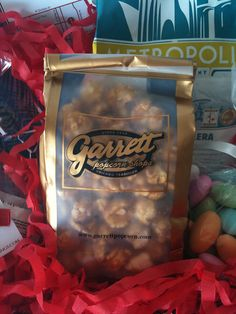 Garrett Popcorn ~ This is Chicago, the perfect present to get me.... wink wink
