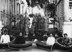 Cambodian dancers & musicians / photo via TreNews.net