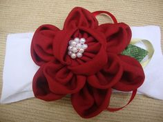 faixa para bebe em meia de seda branca, flor em tecido vinho com aplicação de mini perolas, super confortavel. Deixe sua princesinha ainda mais linda. . R$ 24,90
