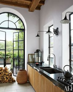 In this Manhattan house decorated by Alfredo Paredes, bluestone countertops complement white-oak cabinetry in the kitchen | archdigest.com