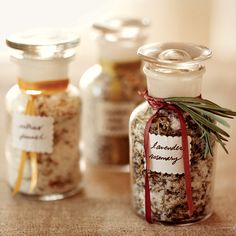 Gifts from the Cucina Sachets of cinnamon and cloves, salt flecked with lavender: Bella Cucina's Alisa Barry shares her trade secrets at a party where everyone prepares gifts to bag, box, bottle and wrap. Homemade Food Gifts, Diy Food Gifts, Homemade Spices, Homemade Seasonings, Edible Gifts, No Salt Recipes, Wine Recipes, Keto, Food And Drink