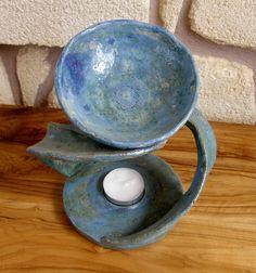 Handgetoepferte Keramik-Duftlampe fuer die Aromatherapie. Wichtig: Der Inhalt an Wasser der Schale ist ausreichend fuer das Abbrennen eines Teelic...