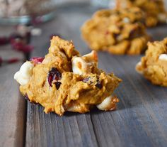 Oat cookies with pumking puree, dried cranberries and white chocolate chips. White Chocolate Chip Cookies, Oat Cookies, Pumpkin Cookies, Cranberry Dessert, Dried Cranberries, Mets, Pumpkin Recipes, Granola, Waffles