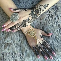 Top Best Party Mehndi Designs Henna Mehndi and Tattoos for Parties and Brid… – Henna 2020 Henna Hand Designs, Mehndi Designs Finger, Wedding Henna Designs, Peacock Mehndi Designs, Latest Henna Designs, Indian Henna Designs, Mehndi Designs Book, Modern Mehndi Designs, Mehndi Designs For Fingers