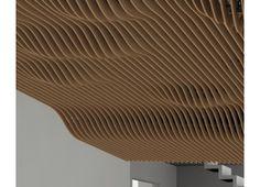 Système pour plafond suspendu et habillage mural constitué de lames courbes en chêne massif, recevant un traitement acoustique par toile tendue sur leur face arrière. Fixées sur une ossature métallique, l'aspect du plafond change en fonction des mouvements et de la position de l'usager. #plafond #bois #acoustique #intérieur #design